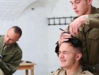 Coupe de cheveux à l'armée