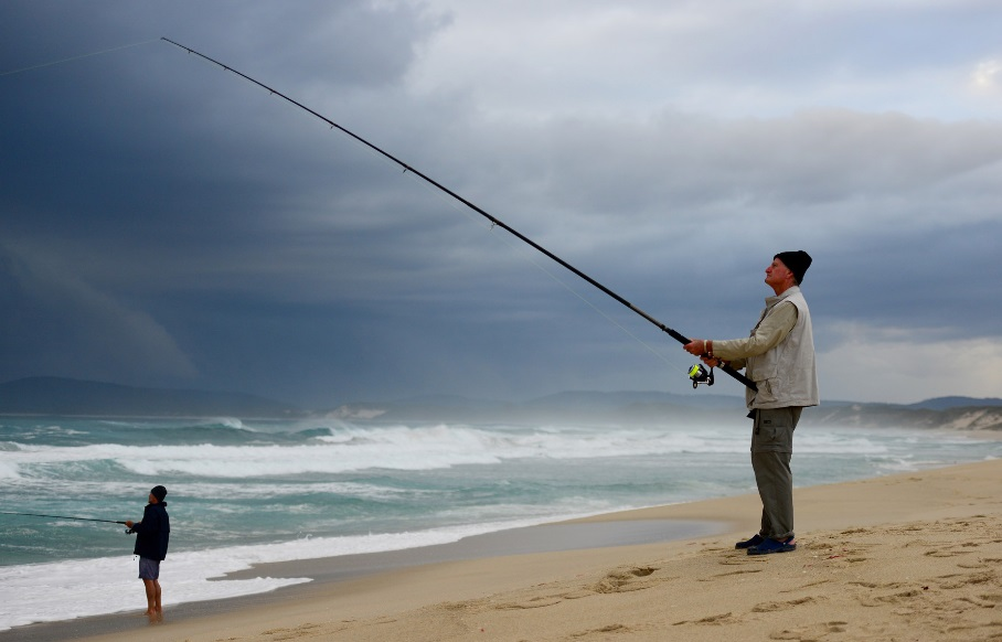 Hommes en train de pêcher