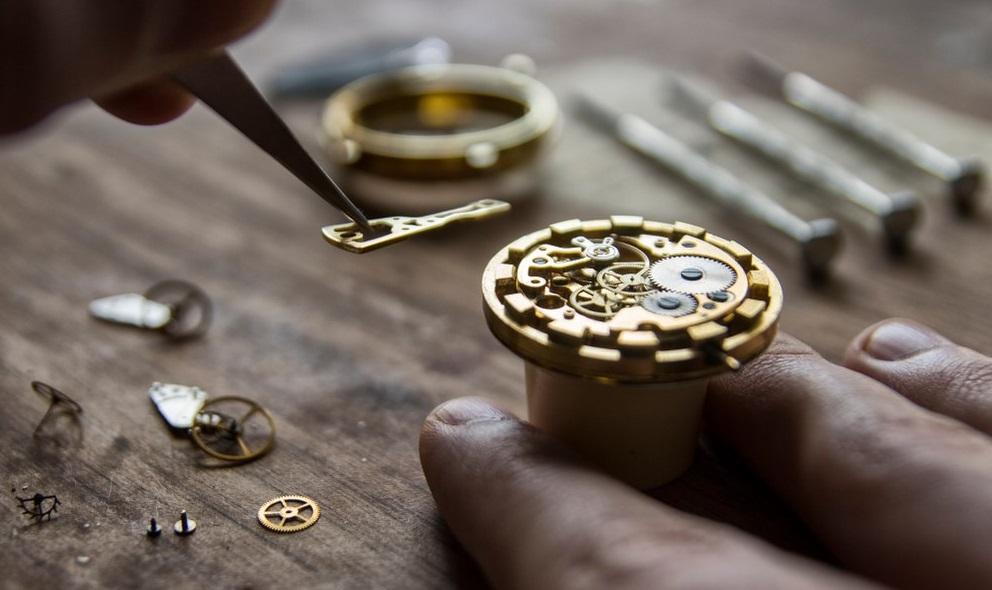 Fabrication d'un mécanisme de montre en Suisse